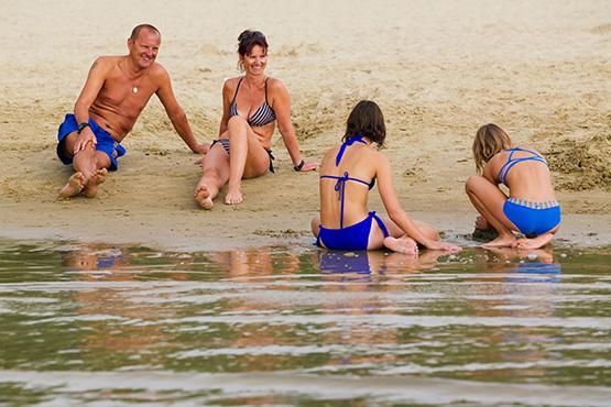 Familie am Sandstrand