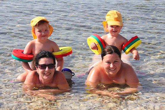 Familie im Wasser